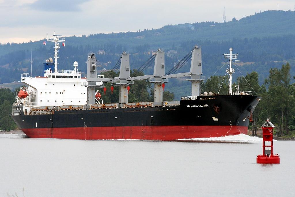 ATLANTIC LAUREL (IMO: 9196395)    Columbia River, Columbia City, Oregon    Canon EF 70-300mm f/4-5.6 IS USM
