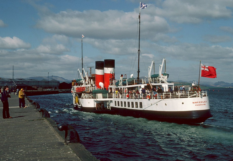 Waverley berthing at Dreenock in 1982; some residual parts of the old Caird / Harland & Wolff shipyard still existing in the background at that time