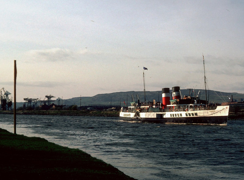 Waverley passing off Renfrew's Ferry Green with the clear Kilpatrick hills beyond