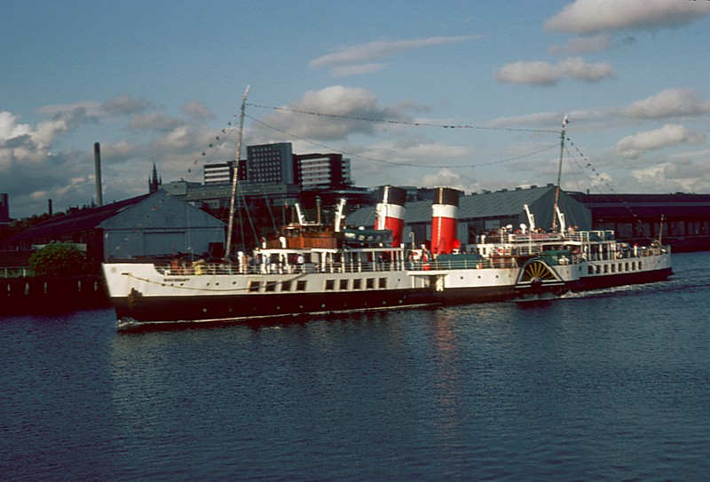 Waverley passing the old Harland & Wolff shipyard site in 1982
