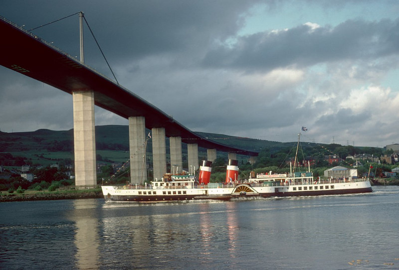 Waverley passing under Erskine Bridge