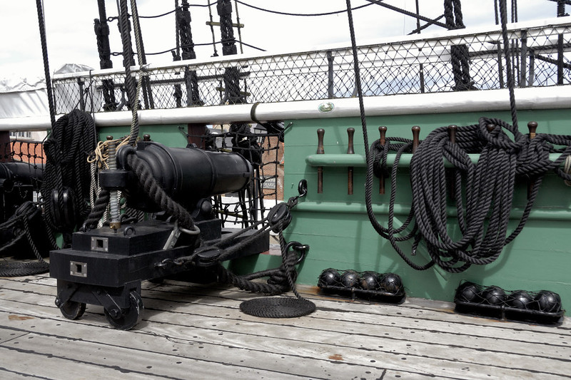 HMS Trincomalee, Hartlepool, Tues 10 August 2010 17.  Replica 32-pounder carronade.  When built, Trincomalee was designed to mount eight of these powerful close-range guns, 28 18-pounders, and 10 9-pounders (46 guns in all).
