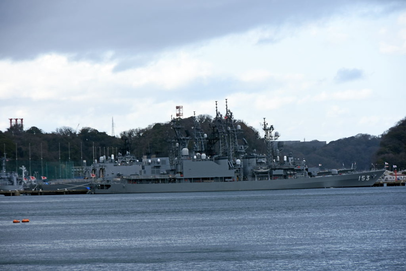 JS Yugiri, Yokosuka, 21 March 2019.  One of eight Asagiri class destroyers built 1986 - 1989.  Three more warships are behind.