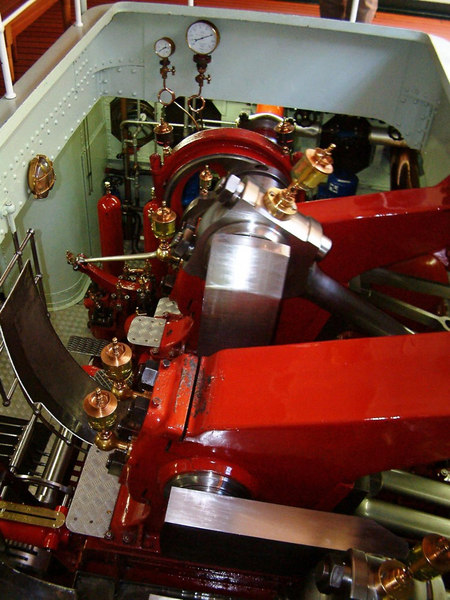 Lotschberg's compound diagonal engine is typical of most Swiss paddle steamer machines, and different from most British paddle steamers, in having the cylinders mounted in the hull forward of the crankshaft.