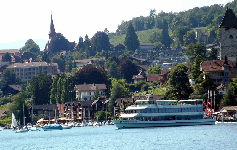 Motor vessel Berner Oberland leaving Spiez
