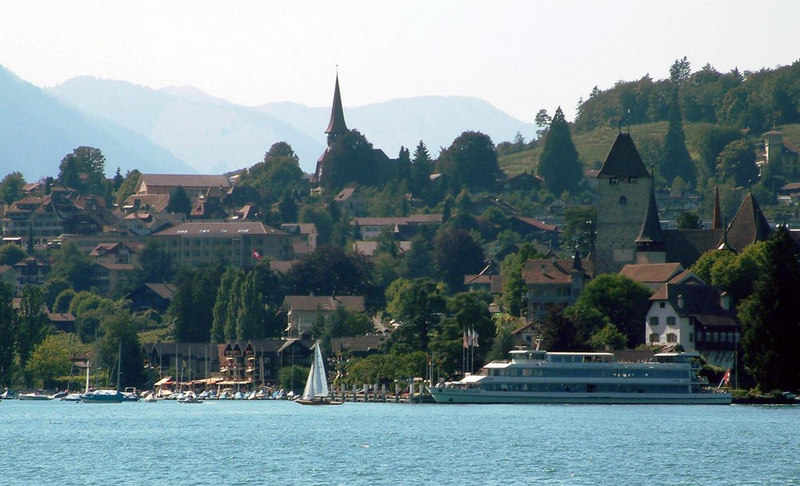 Approaching the resort of Spiez with the relatively new motor vessel Berner Oberland at the pier