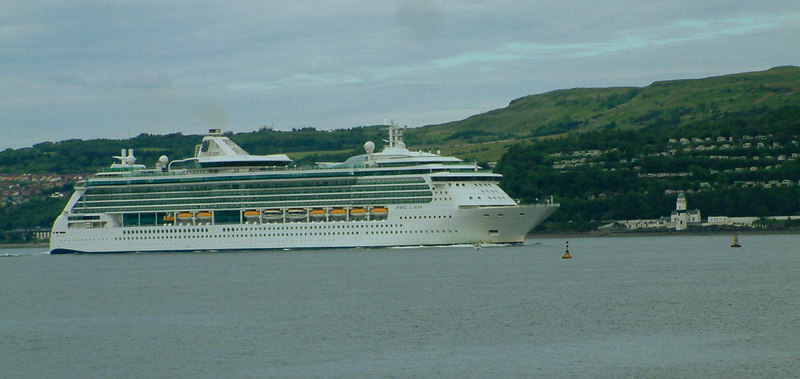 Jewel of the Seas rounding Cloch Point on her way out from Greenock