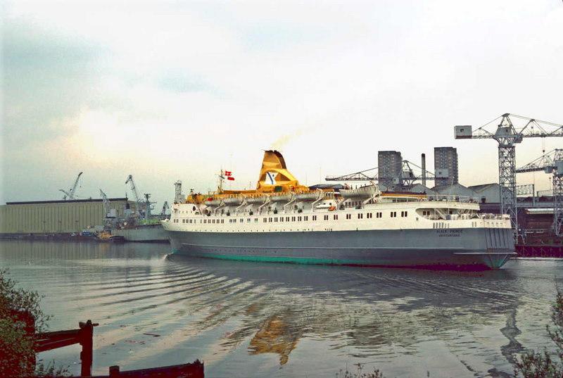 Black Prince passing Yarrows shipyard at Scotstoun