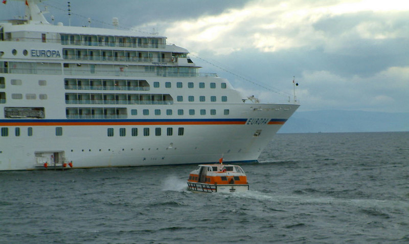 Europa's passengers heading back to the liner afte a visit to the 'Land o' Burns'