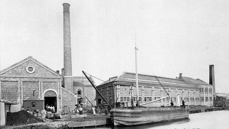 A view of Alexander, Fergusson & Company's Glasgow Lead & Colour Works from the Glasgow Branch of the Forth & Clyde Canal at Ruchill Wharf in the late 19th Century.