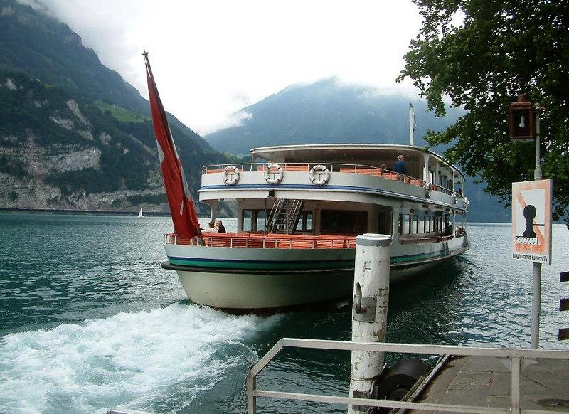 Motor vessel Europa departing Rutli