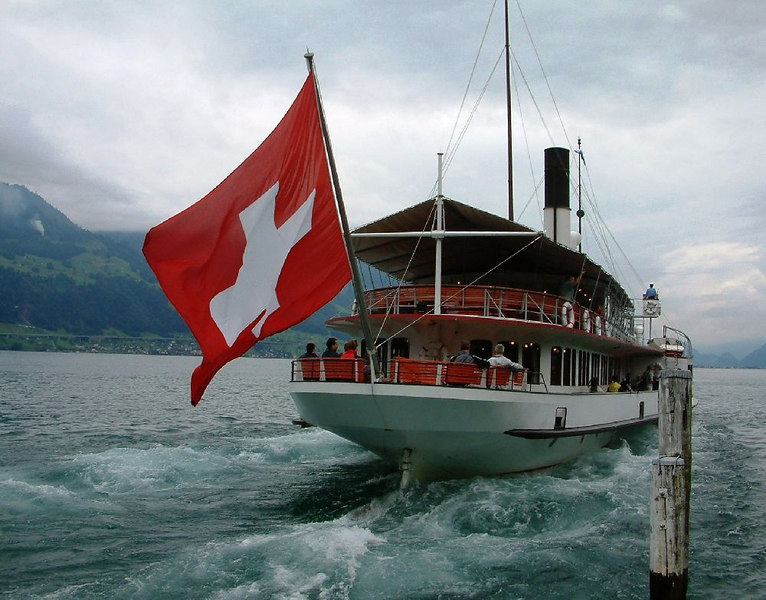 Paddle steamer Uri leaving Gersau
