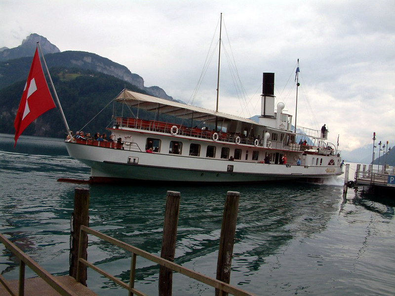 Paddle steamer Gallia arriving at Brunnen