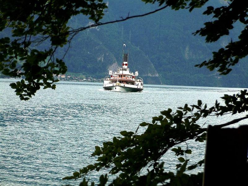Paddle steamer Uri approaching Rutli