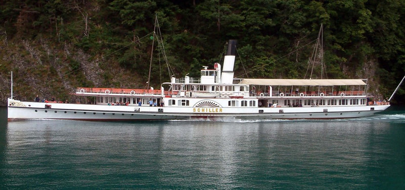 Paddle steamer Schiller sailing from Rutli to Bauen after a period of heavy rain