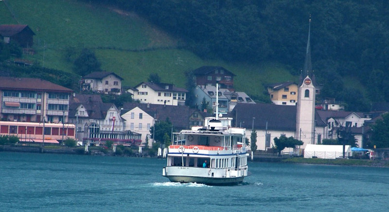 Motor vessel Rigi apptoaching Fluelen