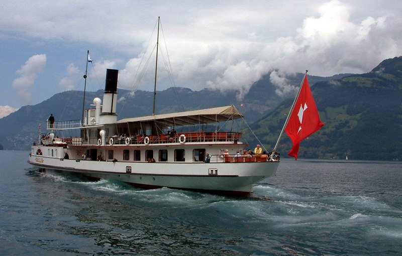 Paddle steamer Gallia leaving Beckenreid for Luzern
