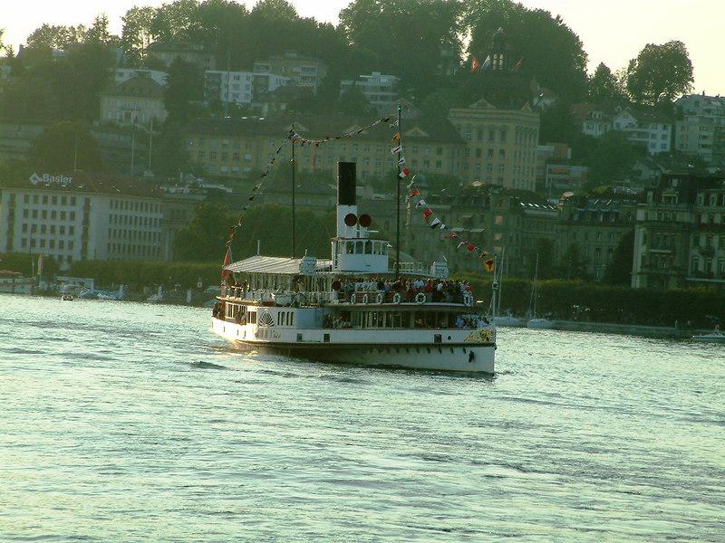 Swiss National Day Steamer Parade 2003 - paddle steamer Uri leaving Luzern