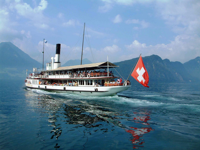 Paddle steamer Uri leaving Vitznau
