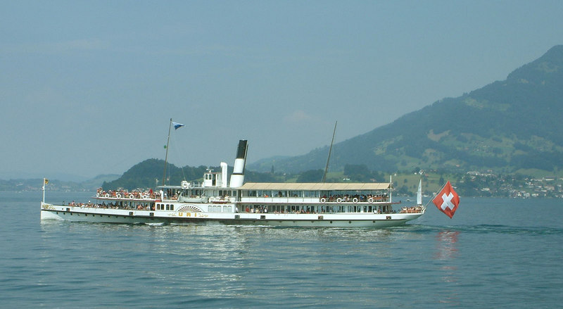 Paddle steamer Uri heading into Luzern