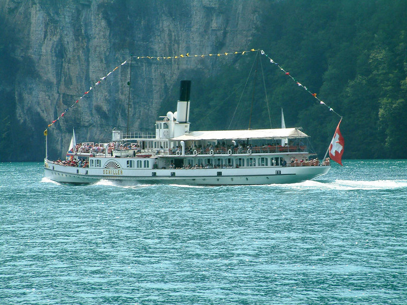 Paddle steamer Schiller dressed overall