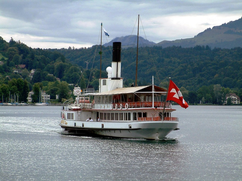Paddle Steamer Uri coming up astern to Luzern Bahnholfquai 1