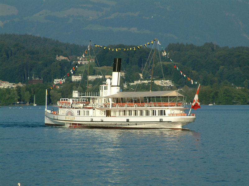 Swiss National Day Steamer Parade 2003 - paddle steamer Schiller moving to Pier 2
