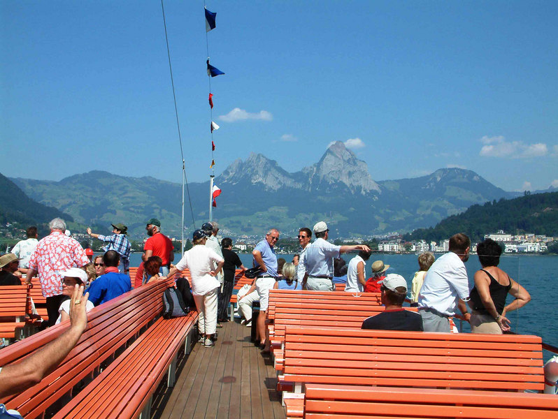 Approaching Brunnen with the peaks of Mythen beyond