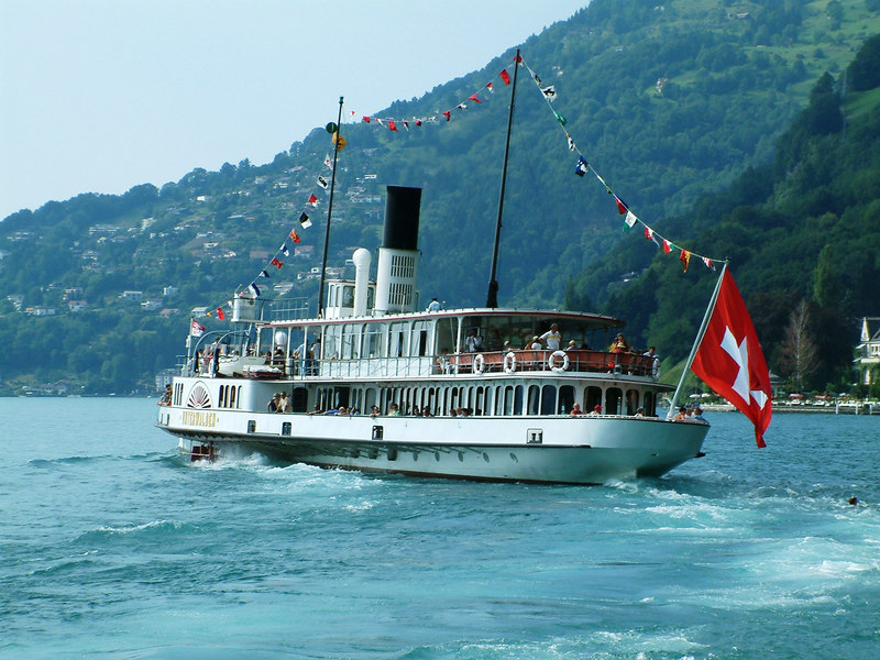 Paddle steamer Unterwalden leaving Vitznau