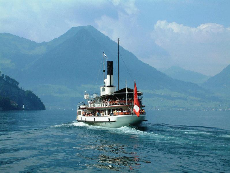 Paddle steamer Uri leaving Vitznau