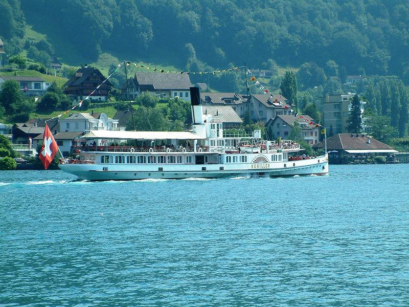 Paddle steamer Schiller leaving Weggis