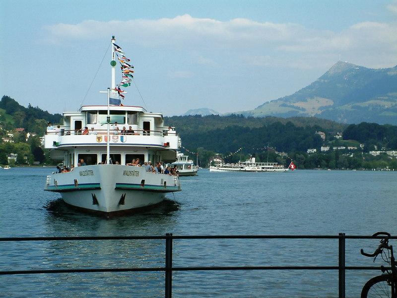Motor vessel Waldstatter and paddle steamer Unterwalden arriving at Luzern