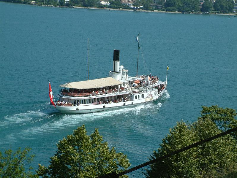 Paddle steamer Schiller leaving Treib