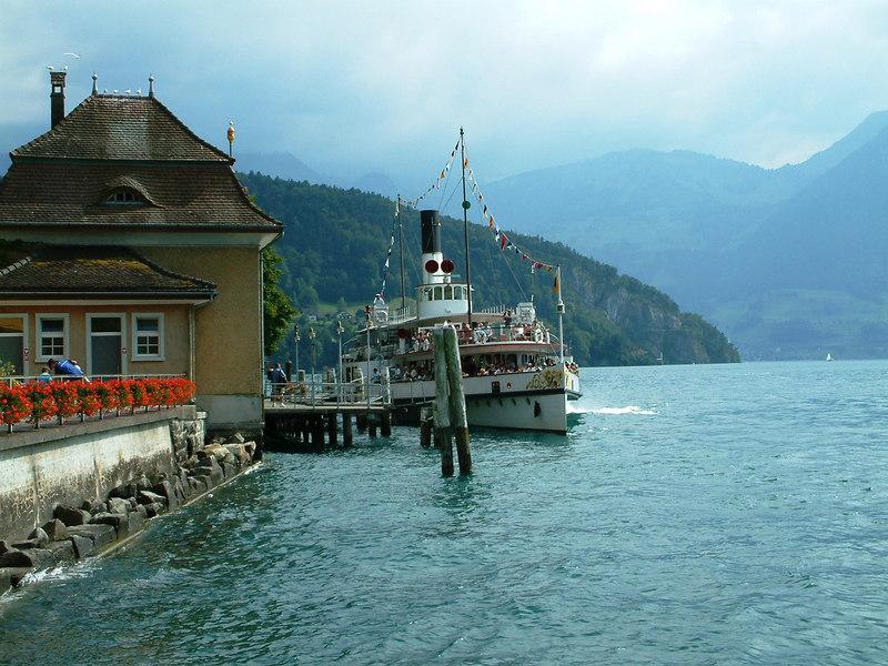 Paddle steamer Uri arriving at Vitznau