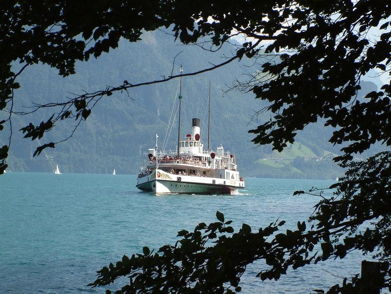 Paddle steamer Stadt Luzern approaching Rutli