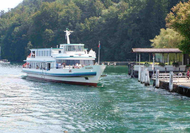 Motor vessel Brunnen arriving at Kehrsiten Burgenstock
