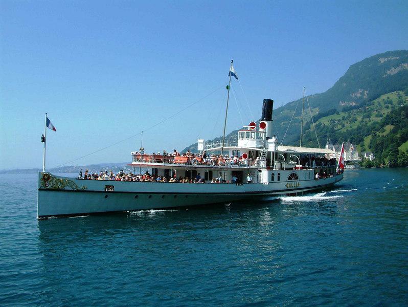 Paddle steamer Gallia arriving at Vitznau