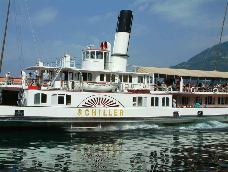 Paddle steamer Schiller leaving Vitznau