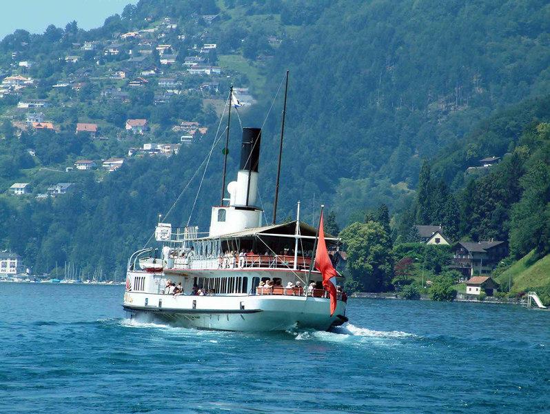 Paddle steamer Schiller leaving Vitznau