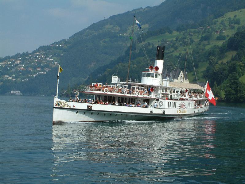 Paddle steamer Uri approaching Vitznau