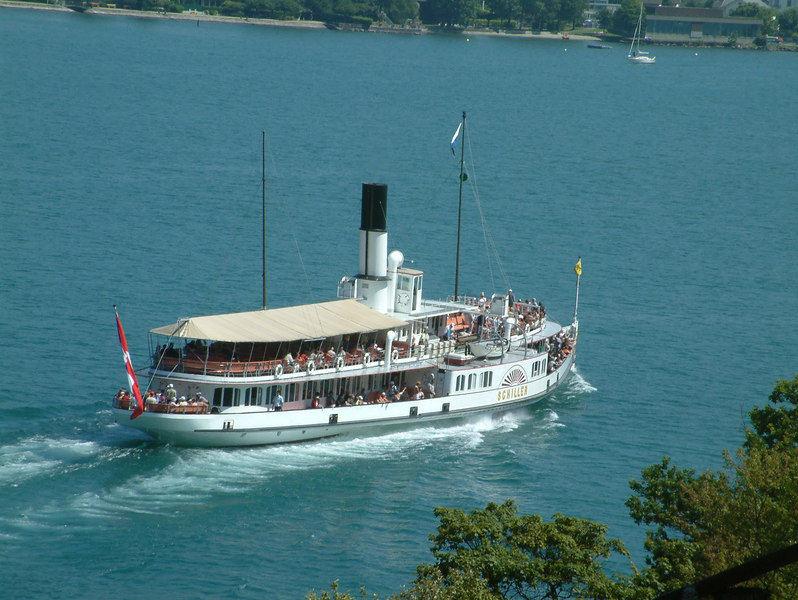 Paddle steamer Schiller leaving Treib