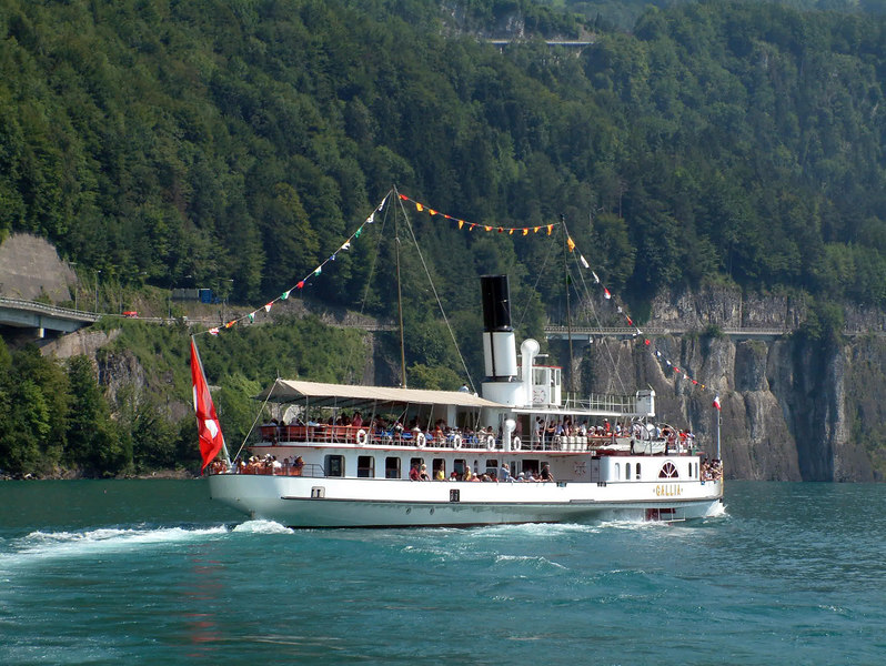 Paddle steamer Gallia leaving Brunnen