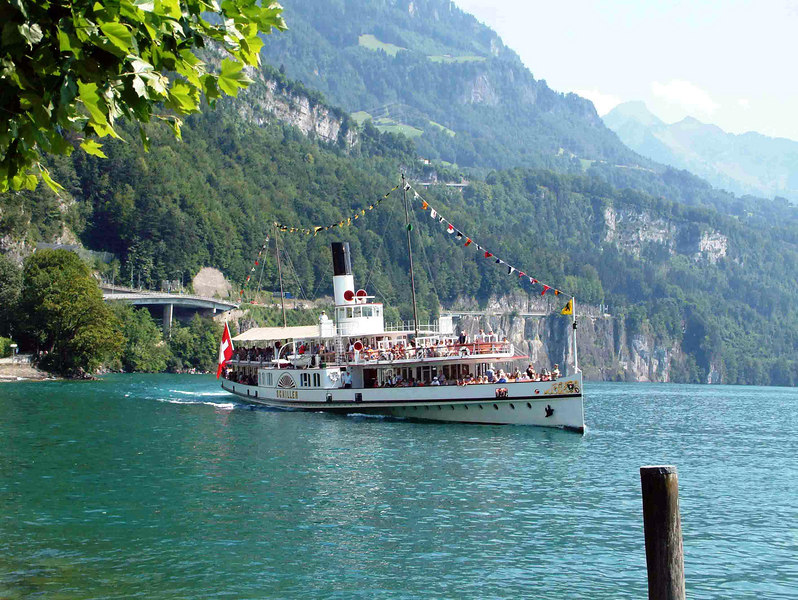 Paddle steamer Schiller arriving at Brunnen
