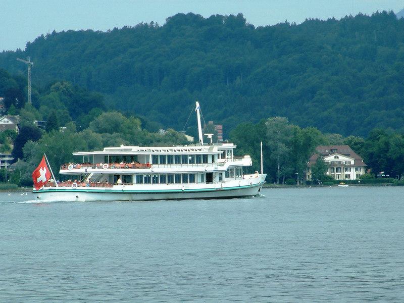 Motor vessel Waldstattersee departing Luzern