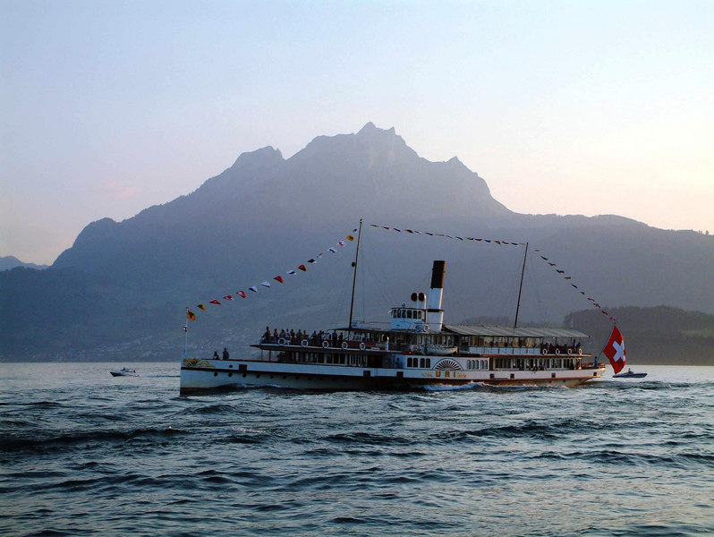 Paddle steamer Uri and Mount Pilatus in the evening