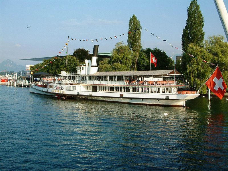 Swiss National Day Steamer Parade 2003 - paddle steamer Uri in position at pier1