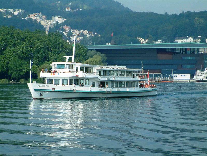 Motor vessel Waldstatter leaving Luzern