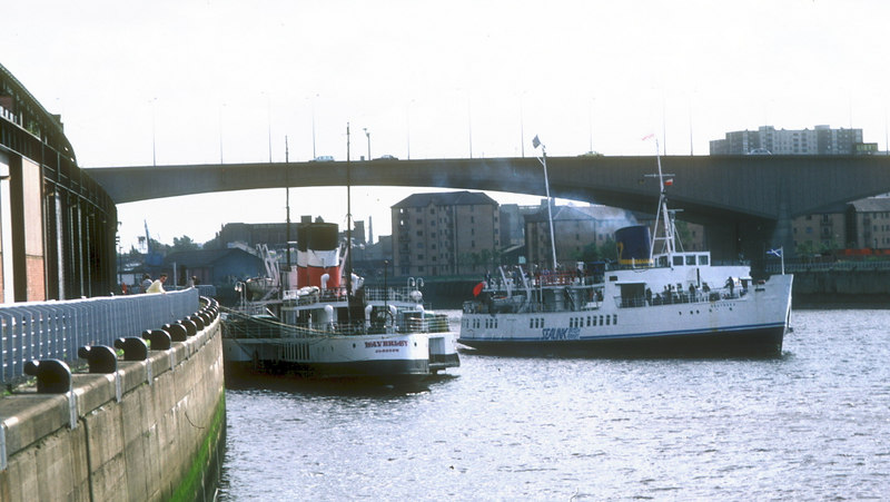 Southsea departing Glasgow, passing Waverley which was laid up for the remainder of 1987.