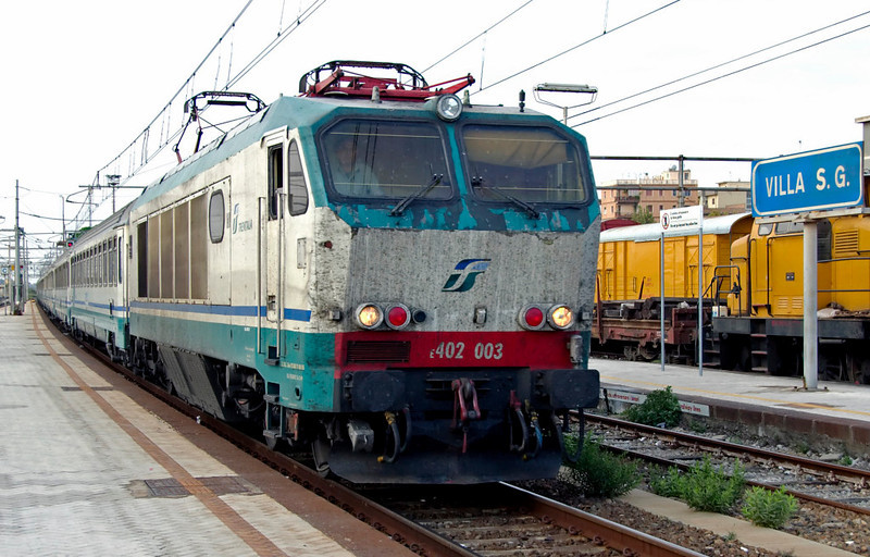 Train 725, 12 September 2007 1 - 1755: E402.003, Villa San Giovanni   The 1145 InterCity Plus from Rome Termini to Syracuse (Sicily) arrives on time behind one of the four surviving class E.402 prototype locos.