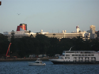 Queen Mary 2 visits Sydney Feb 20, 2007
